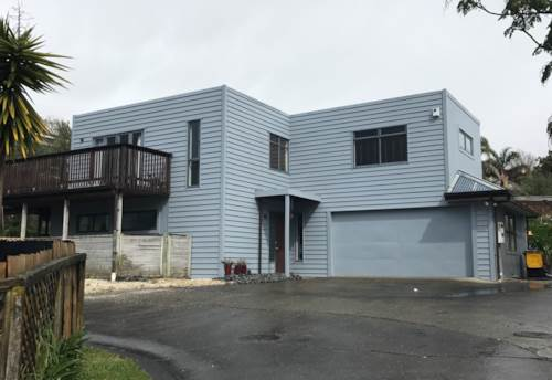 West Harbour, Large modern family home, Property ID: 42000688 | Barfoot & Thompson