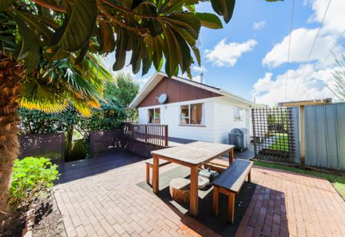 Massey, Lovely family home in the heart of West Harbour, Property ID: 42000695 | Barfoot & Thompson