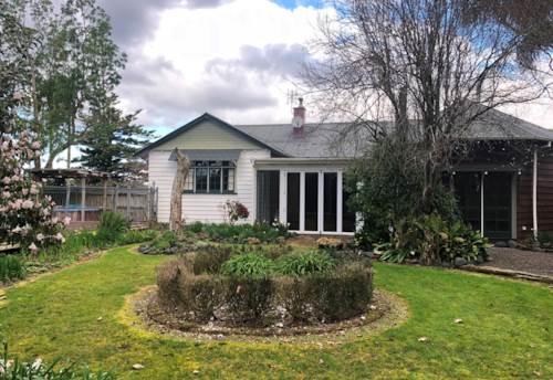 Whenuapai, Large rural pet friendly home, Property ID: 42000741 | Barfoot & Thompson