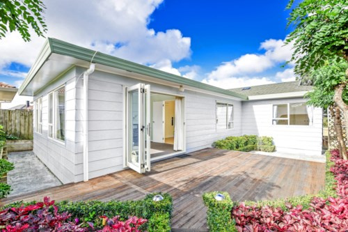 Mt Roskill, Central Location - Perfect family home, Property ID: 45001284 | Barfoot & Thompson