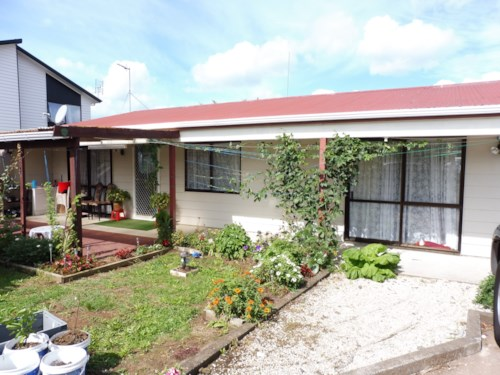 Otahuhu, 3 Bedroom in great location , Property ID: 45001312 | Barfoot & Thompson
