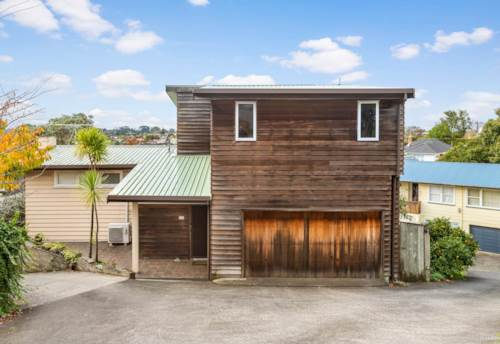 Ellerslie, LARGE HOME IN PRIME LOCATION , Property ID: 45002350 | Barfoot & Thompson