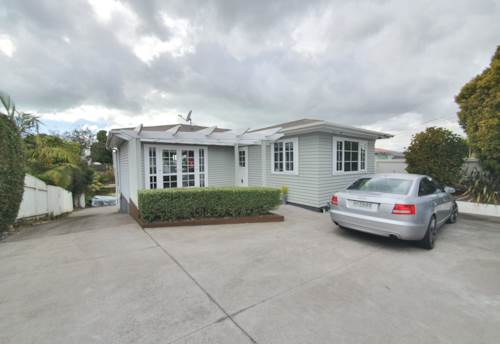 St Johns, STUNNING HOME IN FANTASTIC LOCATION , Property ID: 45002358 | Barfoot & Thompson