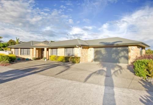 Pukekohe, LOVELY LIVING & BIG BEDROOMS, Property ID: 46001007 | Barfoot & Thompson