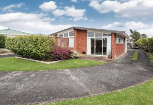 Pukekohe, HILL SCHOOL FAMILY HOME, Property ID: 46001061 | Barfoot & Thompson