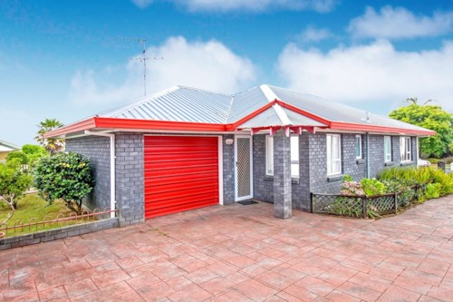 Pukekohe, VERY WELL PRESENTED, Property ID: 46001142 | Barfoot & Thompson