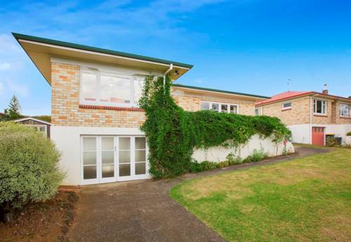 Pukekohe, SURPRISINGLY SPACIOUS, Property ID: 46001186 | Barfoot & Thompson