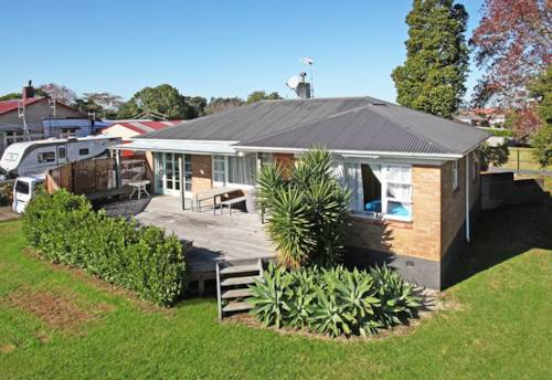 Pukekohe, SOLIDLY BUILT FAMILY  HOME, Property ID: 46001201 | Barfoot & Thompson