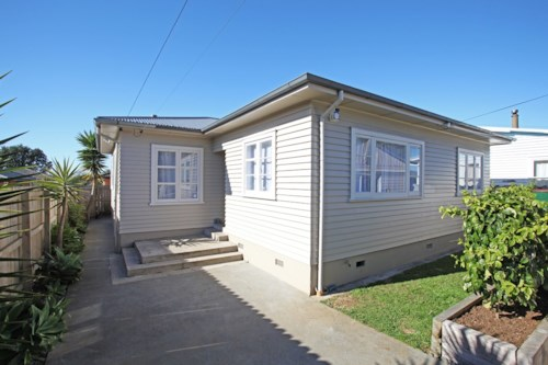 Pukekohe, LOVELY CHARACTER HOME, Property ID: 46001222 | Barfoot & Thompson