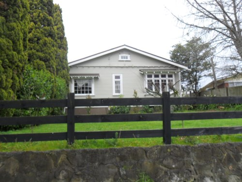 Pukekohe, SPACIOUS CHARACTER BUNGALOW, Property ID: 46001242 | Barfoot & Thompson