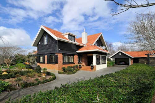 Pukekohe, CHARMING ENGLISH COUNTRY LIFESTYLE, Property ID: 46001256 | Barfoot & Thompson