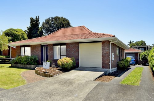 Papakura, IMPECCABLY PRESENTED HOME, Property ID: 46001324 | Barfoot & Thompson