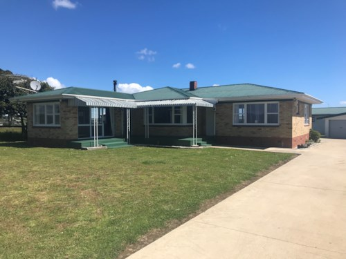 Pukekohe, COUNTRY LIVING CLOSE TO TOWN, Property ID: 46001412   Barfoot & Thompson