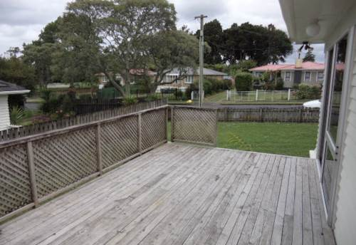 Pukekohe, CENTRAL LOCATION - WALK TO WORK, Property ID: 46001449 | Barfoot & Thompson