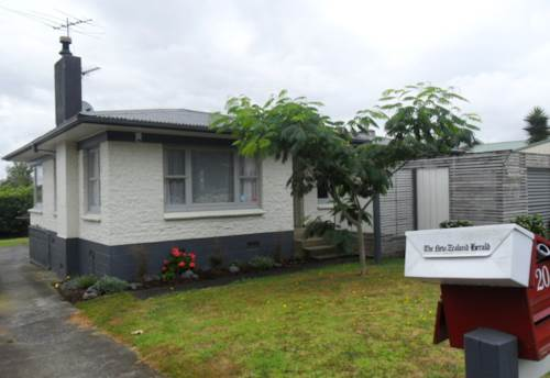 Pukekohe, FAMILY HOME WITH GREAT GARAGING, Property ID: 46001490 | Barfoot & Thompson