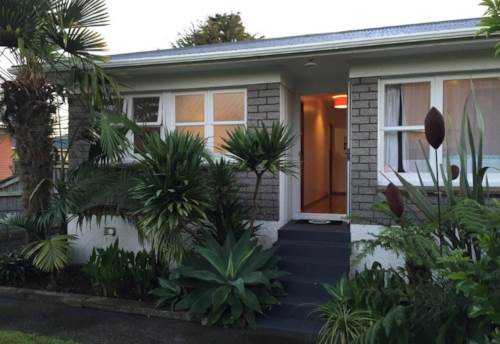 Pukekohe, LOVELY HOME ON PUKEKOHE HILL, Property ID: 46002570 | Barfoot & Thompson