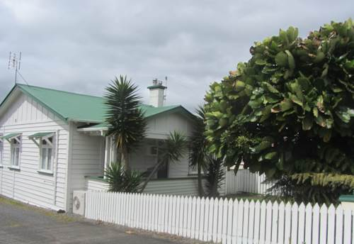 Pukekohe, CHARACTER HOME, Property ID: 46002596 | Barfoot & Thompson