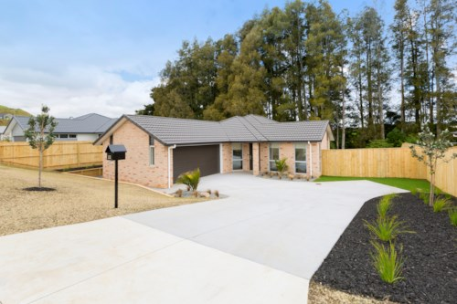 Pukekohe, NEW HOME IN SOUGHT AFTER LOCATION, Property ID: 46002628 | Barfoot & Thompson