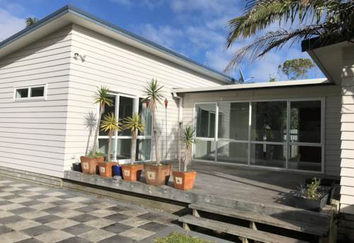 Clarks Beach, HOLIDAY EVERY DAY, Property ID: 46002648 | Barfoot & Thompson