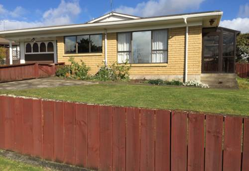 Pukekohe, Tidy Two bedroom Home, Property ID: 46002911 | Barfoot & Thompson