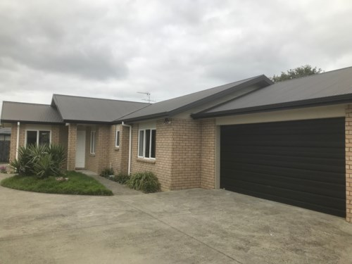 Pukekohe, FAMILY LIVING ON THE OUTSKIRTS OF TOWN , Property ID: 46004088 | Barfoot & Thompson