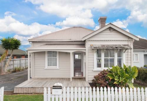 Pukekohe, CHARACTER COTTAGE, Property ID: 46004262 | Barfoot & Thompson