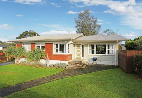 Pukekohe, Centrally Located Family Home, Property ID: 46004281 | Barfoot & Thompson