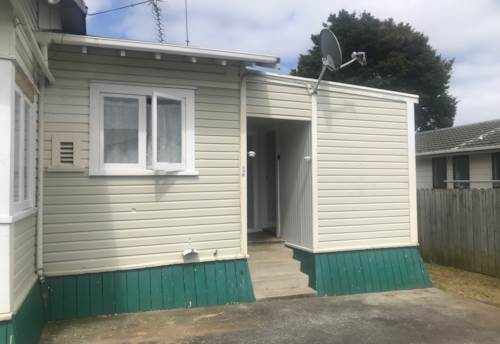 Pukekohe, COSY & SPACIOUS REAR FLAT , Property ID: 46004467   Barfoot & Thompson
