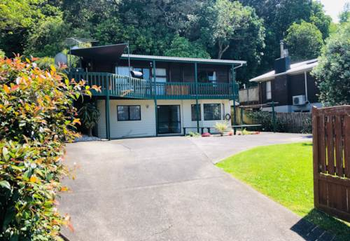 Arkles Bay, Quiet location, 1 back from Arkles Beach, Property ID: 47001510 | Barfoot & Thompson
