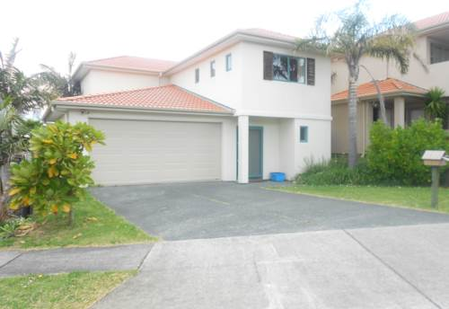 Gulf Harbour, Large family home right next to the school, Property ID: 47001702 | Barfoot & Thompson
