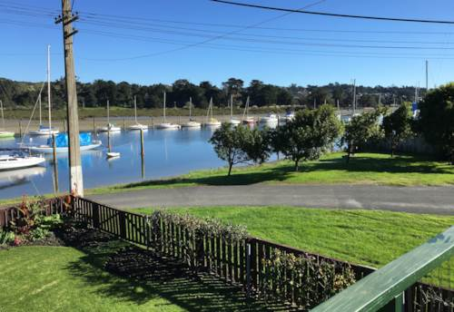 Arkles Bay, Fully furnished downstairs flat on the edge of the water, Property ID: 47001792 | Barfoot & Thompson