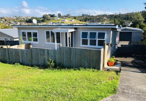 Stanmore Bay, Cute cottage in Stanmore Bay, Property ID: 47001793 | Barfoot & Thompson