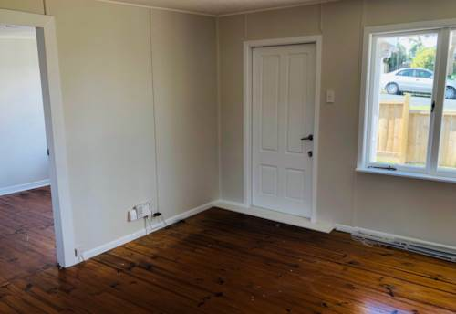 Stanmore Bay, Cute cottage in Stanmore Bay - Newly painted, Property ID: 47001793 | Barfoot & Thompson