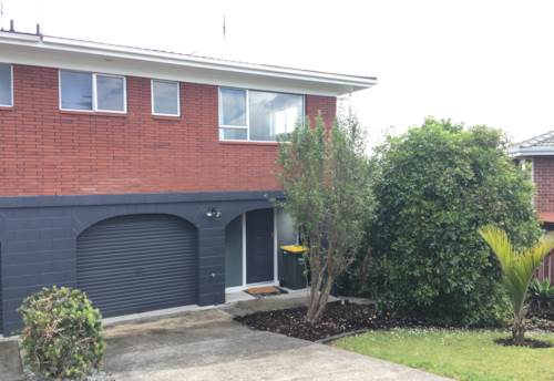Stanmore Bay, Renovated town house, Property ID: 47001846 | Barfoot & Thompson