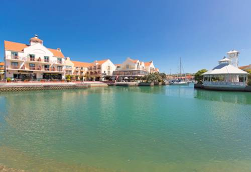Gulf Harbour, Furnished studio apartment available long term, Property ID: 47001874   Barfoot & Thompson