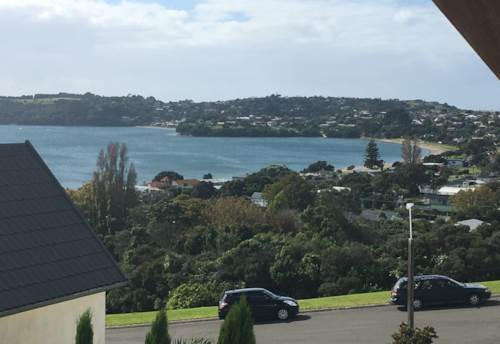 Manly, Bright and sunny 3 bedroom first floor apartment, Property ID: 47001907 | Barfoot & Thompson