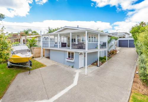 Stanmore Bay, Modern Family Home, Property ID: 47001912 | Barfoot & Thompson