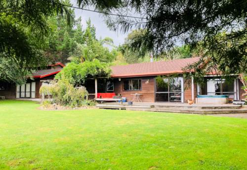 Dairy Flat, Farmhouse and 25 acre lifestyle block, Property ID: 47001980 | Barfoot & Thompson