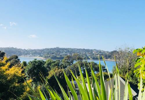Manly, Spacious home minutes from the beach - rent includes power and water, Property ID: 47002121 | Barfoot & Thompson