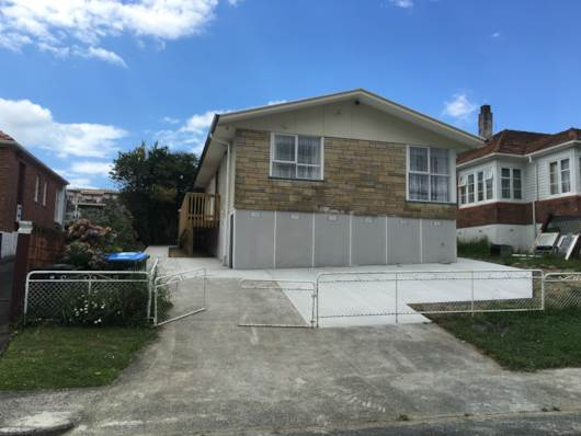 Mt Albert, Sunny 3 bedrooms family home, Property ID: 48000519   Barfoot & Thompson