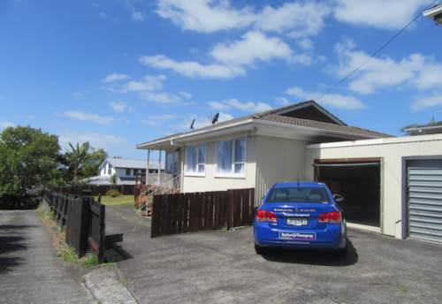 Massey, 3 Bedroom house opposite Massey High School, Property ID: 48000600 | Barfoot & Thompson