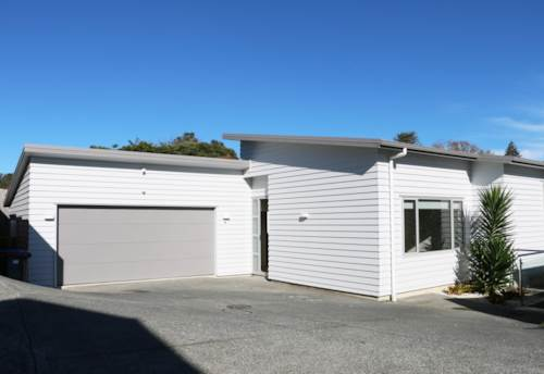Blockhouse Bay, Large moden house in Blockhouse Bay, Property ID: 48000630 | Barfoot & Thompson