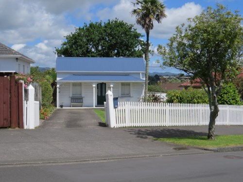 Blockhouse Bay, Famous Wisteria Cottage, Property ID: 48001708 | Barfoot & Thompson