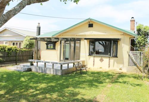 New Lynn, Spacious 3 bedrooms with 1 bathroom , Property ID: 48001764 | Barfoot & Thompson