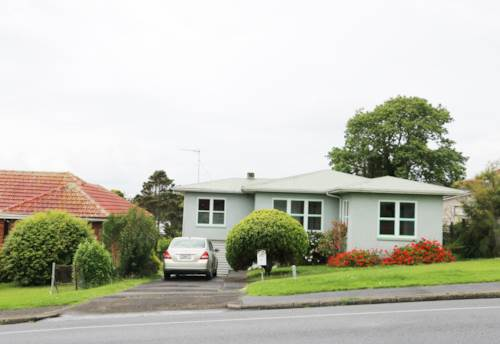 Mt Roskill, 3 bedrooms with 1 bathroom , Property ID: 48001835 | Barfoot & Thompson