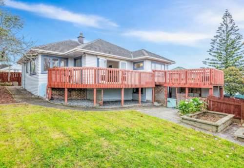 Te Atatu South, JUST STUNNING, Property ID: 49000711 | Barfoot & Thompson