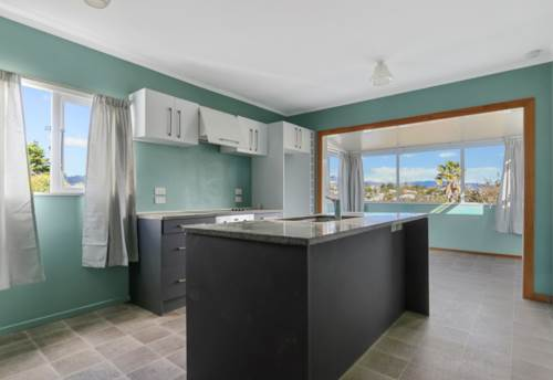 Glen Eden, AVOID THE TRAFFIC AND TAKE THE TRAIN, Property ID: 49000937   Barfoot & Thompson