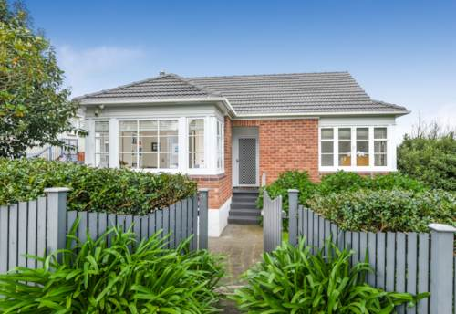 Onehunga, Cute as a button Onehunga cottage, Property ID: 50003201 | Barfoot & Thompson