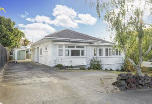 Mt Eden, Classic 1930's Kiwi Bungalow In Almost Original Condition, Property ID: 50003235 | Barfoot & Thompson