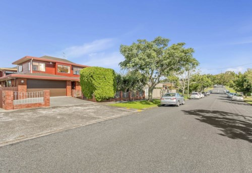 One Tree Hill, Sunny elevated family home close to Cornwall Park , Property ID: 50003443 | Barfoot & Thompson